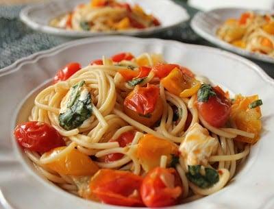 spaghetti-with-cherry-tomato-sauce-mozzarella-and-basil