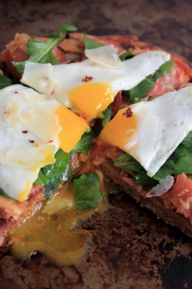 grilled-pita-pizzas-with-prosciutto-chanterelles-arugula-and-a-fried-egg-8