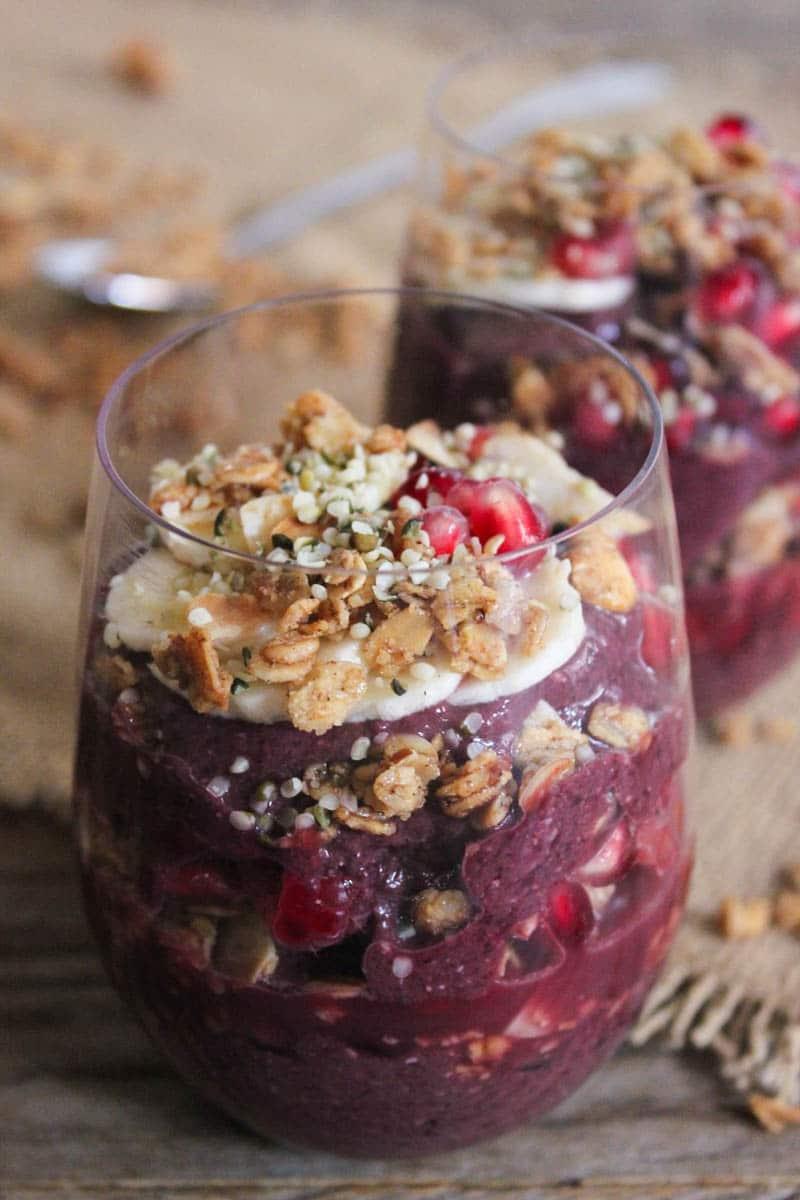 Vegan-Acai-Parfaits-with-fruit-granola-and-hemp-seeds-2