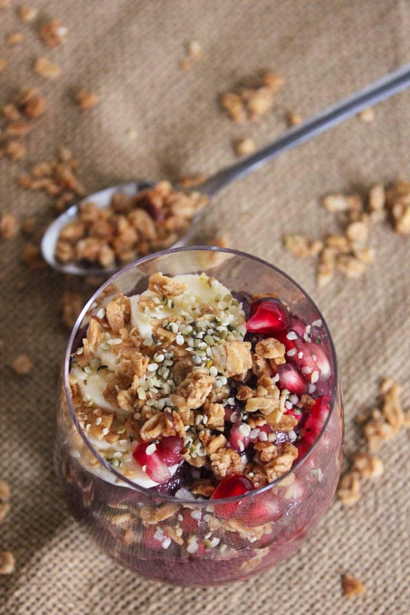 Vegan-Acai-Parfaits-with-fruit-granola-and-hemp-seeds-3