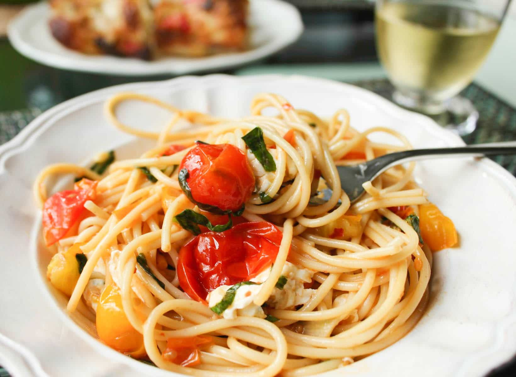 spaghetti-with-cherry-tomato-sauce-valentines-day-recipe
