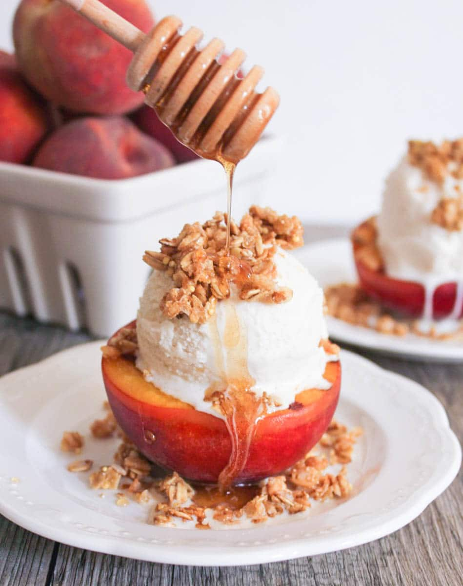Grilled-Peach-Crisp-Sundaes-with-Cinnamon-Honey-Drizzle-1